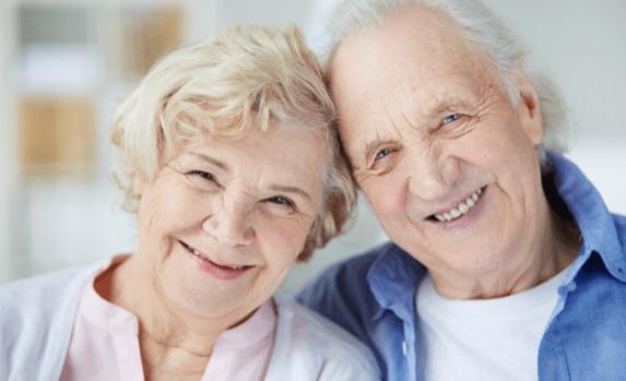 dos personas mayores
