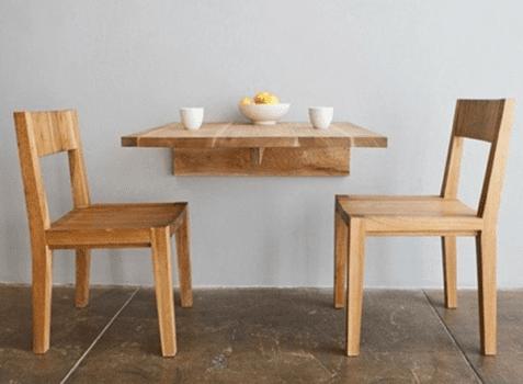 mesa y sillas adaptadas