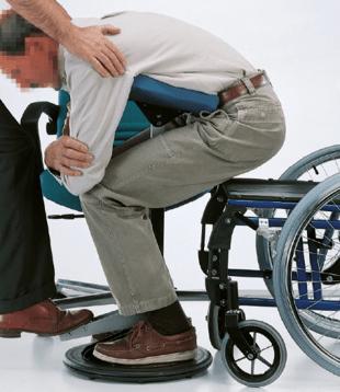 parte2 de la persona en silla de ruedas realizando una transferencia autonoma