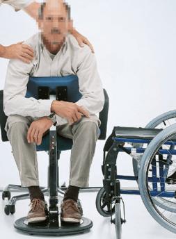 parte3 de la persona en silla de ruedas realizando una transferencia autonoma