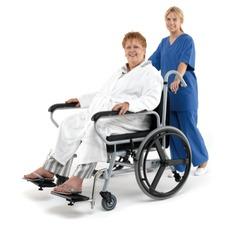 usuario en silla de ruedas de medidas especiales
